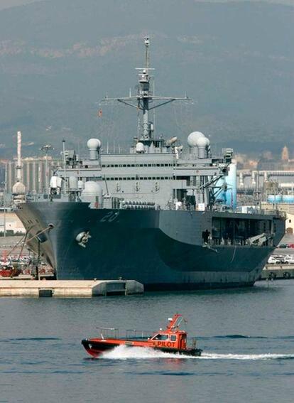 El buque de guerra estadounidense Mount Whitney llegó a Tarragona con con 160 marines a bordo.