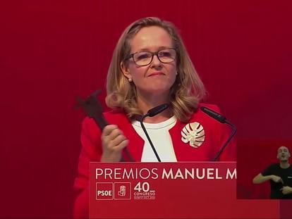 La vicepresidenta primera, Nadia Calviño, recoge el premio Manuel Marín en el 40º Congreso del PSOE.
