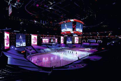 La noche de la polémica. Michael Bublé canta el himno de Canadá en Toronto.