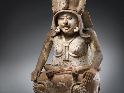 Estatua de la diosa Cihuateotl subastada en Christie's por 12 millones de pesos.