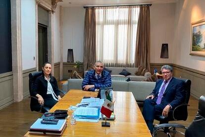 La jefa de Gobierno de Ciudad de México, Claudia Sheinbaum, el secretario de Gobernación, Adán Augusto López, y el coordinador de Morena en el Senado, Ricardo Monreal, este martes.