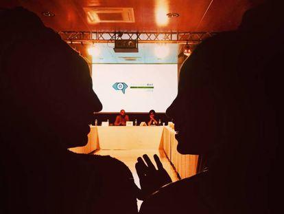 Fama Reyane Sow (izquierda) y Sara Maurin Kane (derecha), minutos antes de presentar su proyecto en el Festival Internacional de Cine Documental MiradasDoc.