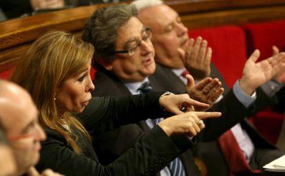 La presidenta del grupo parlamentario del PP, Alicia Sánchez-Camacho, junto a los diputados Enric Millo y Santi Rodríguez.