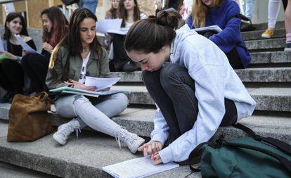 Estudiantes en la Universidad Complutense de Madrid.