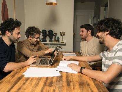 De izquierda a derecha, en sentido de las agujas del reloj: Rodrigo Sorogoyen, Alberto del Campo, Eduardo Villanueva y Borja Soler