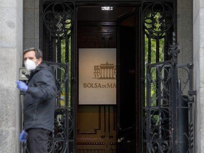 Entrada de la Bolsa de Madrid.