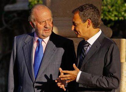 Don Juan Carlos y Zapatero, en el encuentro que mantuvieron ayer en Marivent.