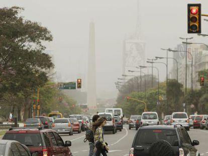 La nube de ceniza volcánica cubre el cielo de Buenos Aires.