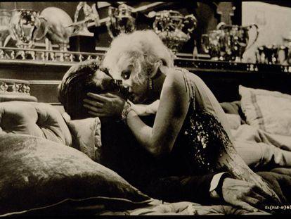 Marilyn Monroe besa a Tony Curtis en 'Con faldas y a lo loco'