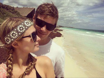 Paris Hilton presume de novio en Instagram. La rica heredera del imperio hotelero y su nueva pareja, Chris Zylka, han disfrutado de unas vacaciones en Tulum (México).