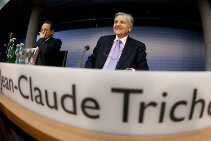 Trichet se dispone a iniciar la rueda de prensa, ayer en la sede del Banco Central Europeo, en Fráncfort.