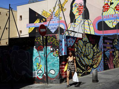 Grafitis en la calle de Embajadores.