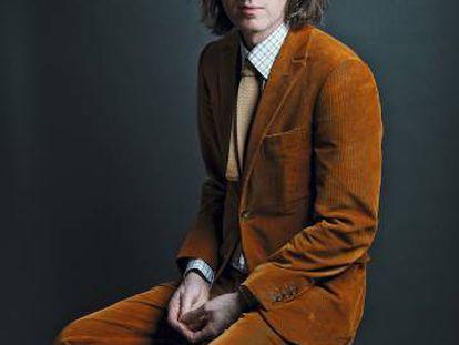 El cineasta Wes Anderson posa para ICON con el traje de pana que lució a lo largo de los cinco días que estuvo en Madrid. Como una segunda piel.