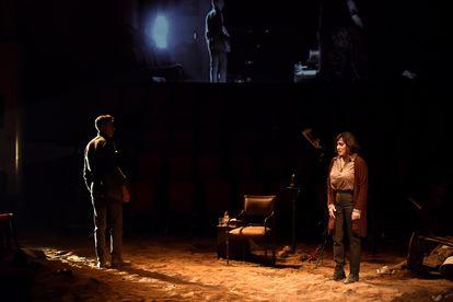 Guillem Balart y Clara Segura, en 'La guerra no té rostre de dona'.