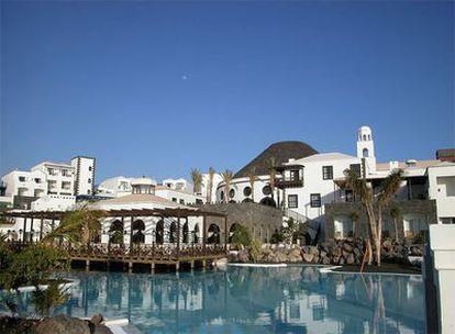 El hotel Meliá Volcán, en Yaiza (Lanzarote), cuya licencia ha sido anulada por el Tribunal Superior de Canarias.