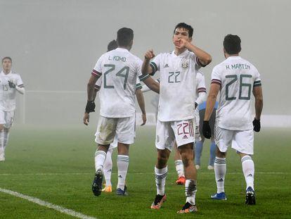 Hirving Lozano celebra su gol frente a Japón.
