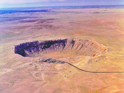 Vista área de un cráter en Arizona (EE UU), producido por el impacto de un meteorito hace unos 50.000 años.