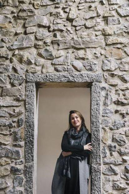 La nueva directora del museo Chillida Leku, la barcelonesa Mireia Massagué, en el caserío del siglo XVI