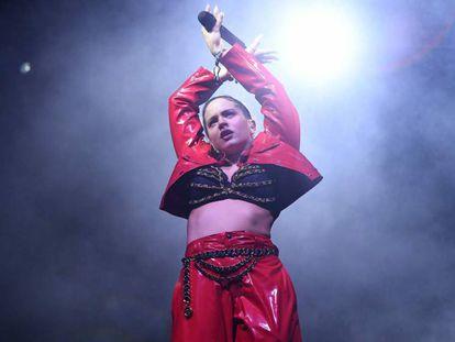 FOTO: Rosalía durante su actuación de Coachella. / VÍDEO: La artista interpreta 'Con Altura' en el festival.