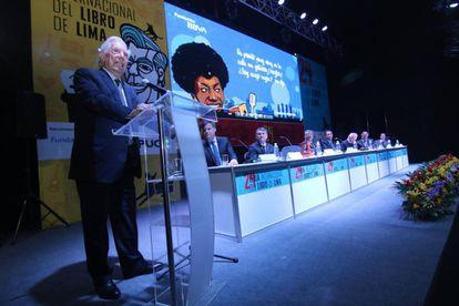 Mario Vargas inaugura la feria de Lima en presencia de las autoridades.