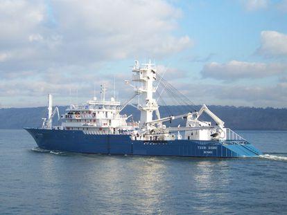 Imagen del atunero vasco Txori Gorri en el mar.