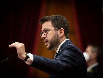 El president de la Generalitat, Pere Aragonès, interviene en una intervención en un Pleno en el Parlament de Cataluña.