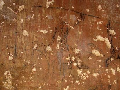 Grafiti de un caballero con montura, pintado por un preso en Calatrava en el siglo XIV.