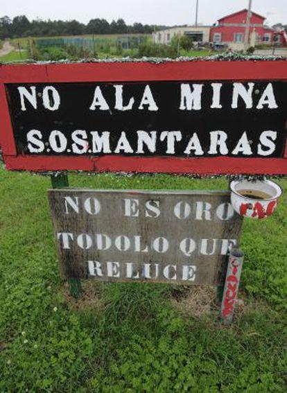 Cartel en contra de la mina en Tapia de Casariego (Asturias).