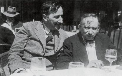 Josef Roth (derecha) y Stefan Zweig, retratados en Bélgica en 1936.