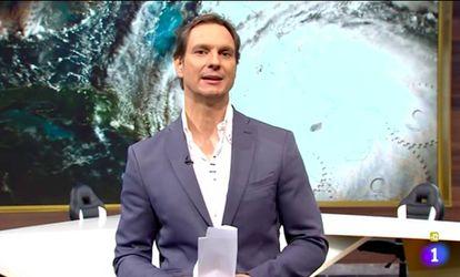 Javier Cárdenas hablando de huracanes en La 1.