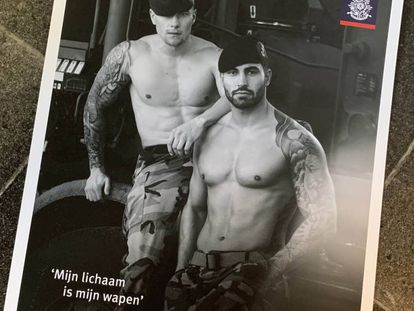 Calendario con fotografías de soldados holandeses.