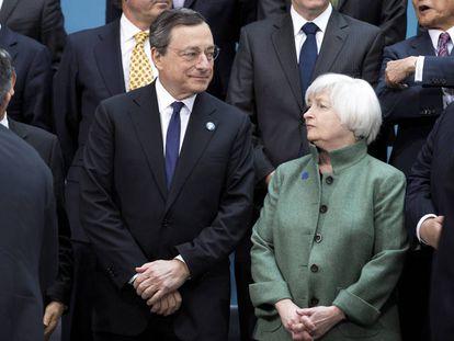 Mario Draghi (BCE) y Janet Yellen (Reserva Federal), durante una cumbre del G20 en Washington en 2014.