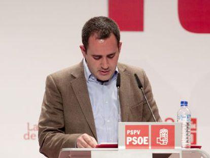 Jorge Alarte se dirige a los delegados antes de la votación.