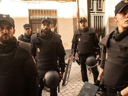 Imagen de la serie 'Antidisturbios', de Rodrigo Sorogoyen.
