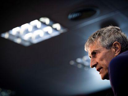El técnico del Barcelona, Quique Setién, durante la rueda de prensa previa al partido contra la Real Sociedad.