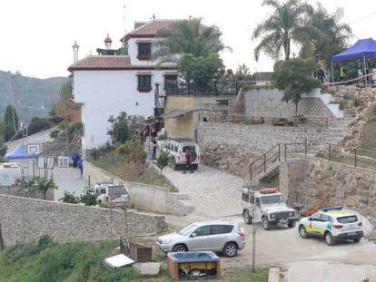 Varios operarios trabajan en la zona de rescate del pequeño Julen.
