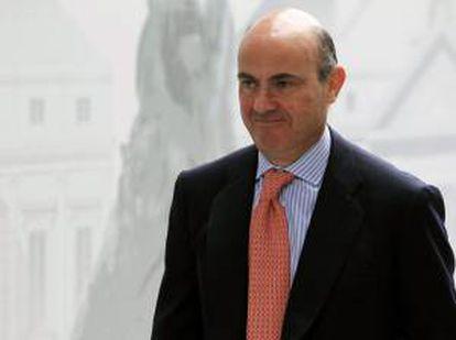 El ministro de Economía y Competitividad, Luis de Guindos, ha anunciado hoy que en las próximas semanas el Consejo de Ministros aprobará una mejora de la dotación presupuestaria para 2013 en investigación, desarrollo e innovación (I+D+i), una partida que alcanzará los 104 millones de euros. EFE/Archivo