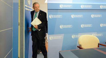 El consejero de Hacienda, Pedro Azpiazu, en una reciente comparecencia en Vitoria tras el Consejo de Gobierno.