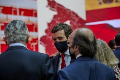 El presidente del PP, Pablo Casado, durante la ceremonia de imposición de medallas de la Comunidad de Madrid, este domingo.