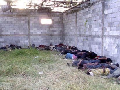 Los 72 cadáveres, en una nave abandonada en San Fernando.