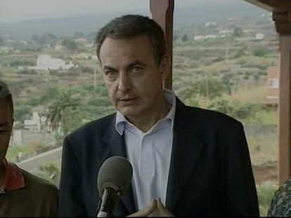 Zapatero evalúa en La Palma los daños del incendio, aún sin control