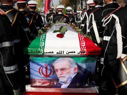 Entierro del asesinado científico iraní Mohsen Fakhrizadeh, el 30 de noviembre, en Teherán.