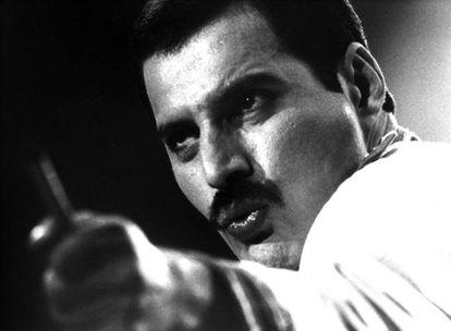 Freddie Mercury, durante la actuación del grupo Queen en Madrid en 1986.