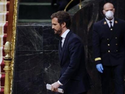 El líder del PP, Pablo Casado, sale de la tribuna tras su intervención durante el pleno del Congreso el pasado miércoles.