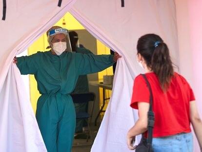 La Generalitat de Catalunya comenzó este jueves en Terrassa (Barcelona), un cribado masivo para detectar casos de coronavirus.
