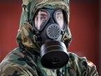 GRAFCAV3990. IRUN (GIPUZKOA), 28/03/2020.- Efectivos del Ejército han desinfectado este sábado la estación de tren de Irun (Gipuzkoa), en la decimocuarta jornada de alerta sanitaria por el coronavirus COVID-19. EFE/Javier Etxezarreta