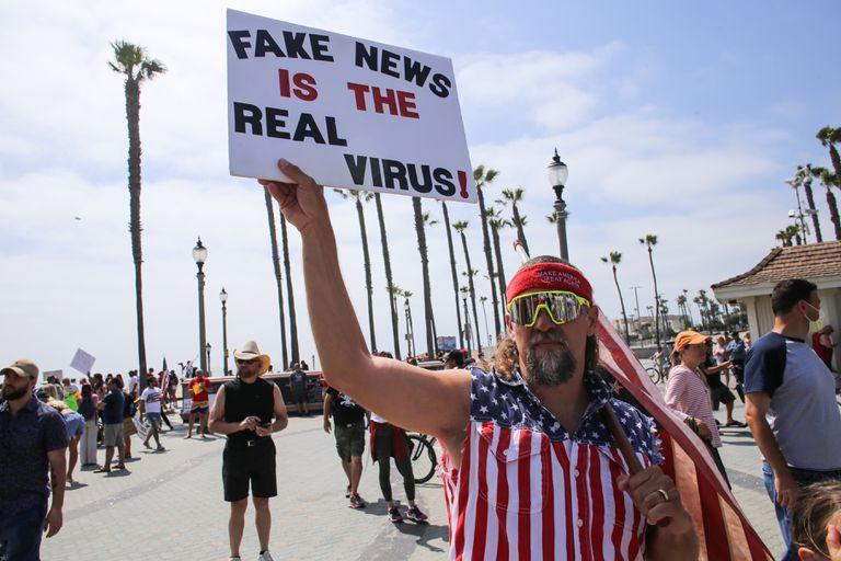 Manifestante en California en mayo pasado.