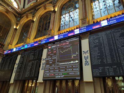 Una pantalla muestra la evolución del Ibex 35, el índice de la Bolsa de Madrid.