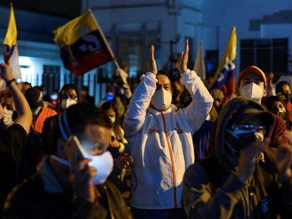 Partidarios de Andrés Arauz mientras esperaban los resultados electorales en Quito, Ecuador.