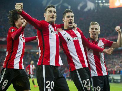 Iturraspe, Aduriz, Merino y Munian celebran un gol.